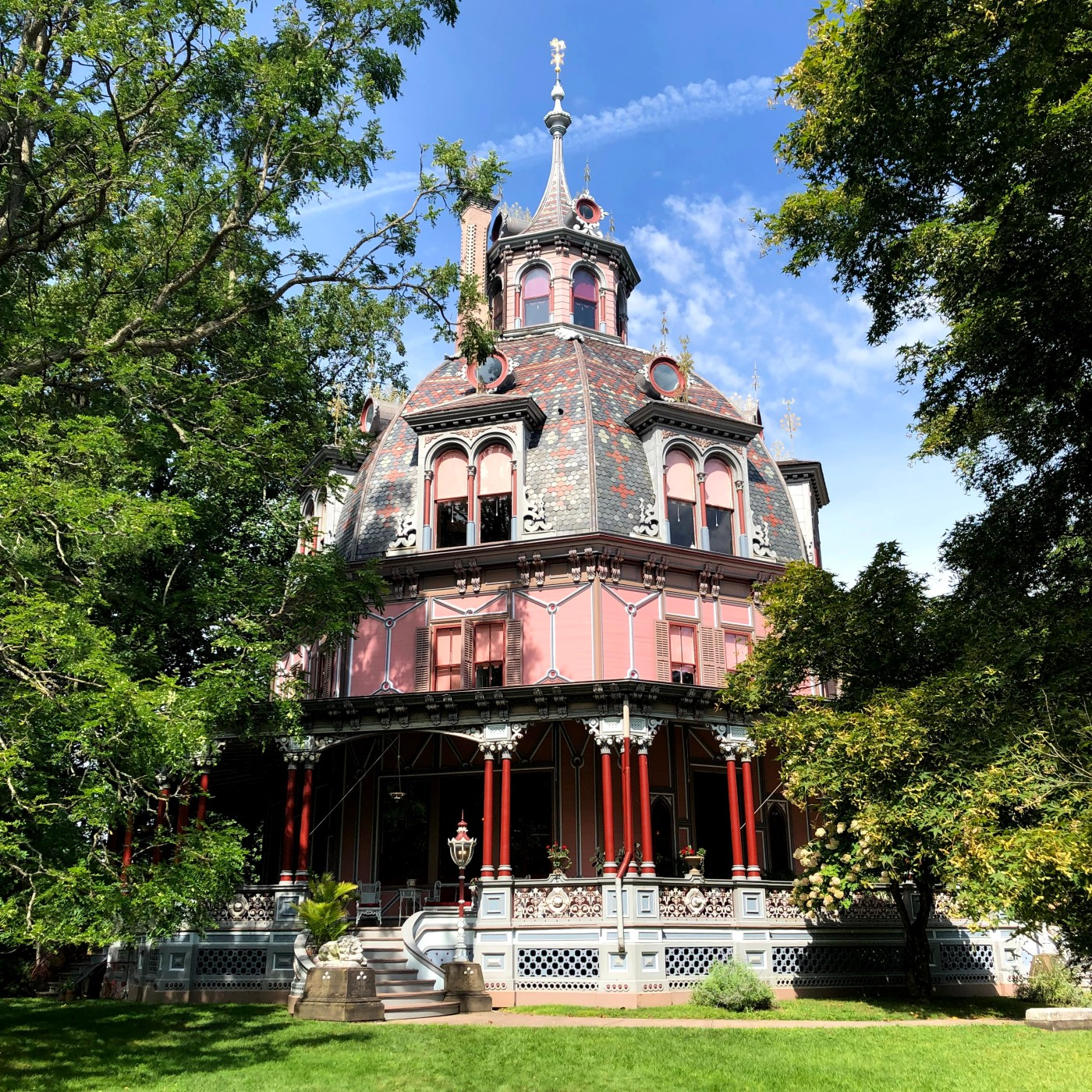 front view of the Armour-Stiner Octagon House